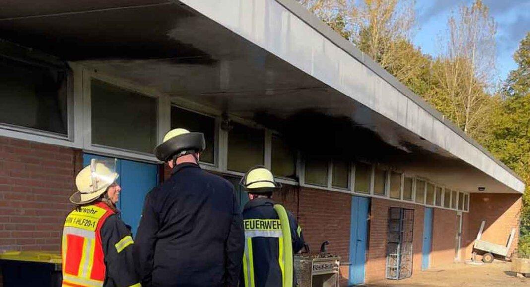 Eine brennende Papiertonne alarmierte am Dienstagnachmittag die Freiwillige Feuerwehr Werne. Foto: Feuerwehr Werne
