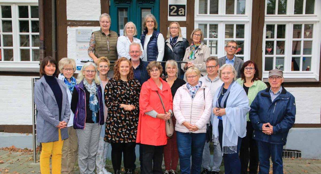 Anja Linker (ganz links), Koordinatorin der Hospizgruppe Werne, mit einem Teil der ehrenamtlichen Begleiterinnen und Begleiter. Informationen zur Arbeit der heimischen Gruppe gibt es an diesem Samstag (9. Oktober) anlässlich des Welthospiztages. Foto: Privat