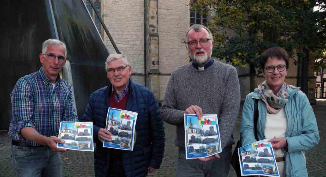 Pfarrdechant Jürgen Schäfer (3. von links) und Vertreter der Gemeindeleitung (von links) Jörg Stengl, Josef Meinke und Marianne Schäper-Mürmann stellten die Zukunftspläne vor. Foto: Klaus Brüggemann