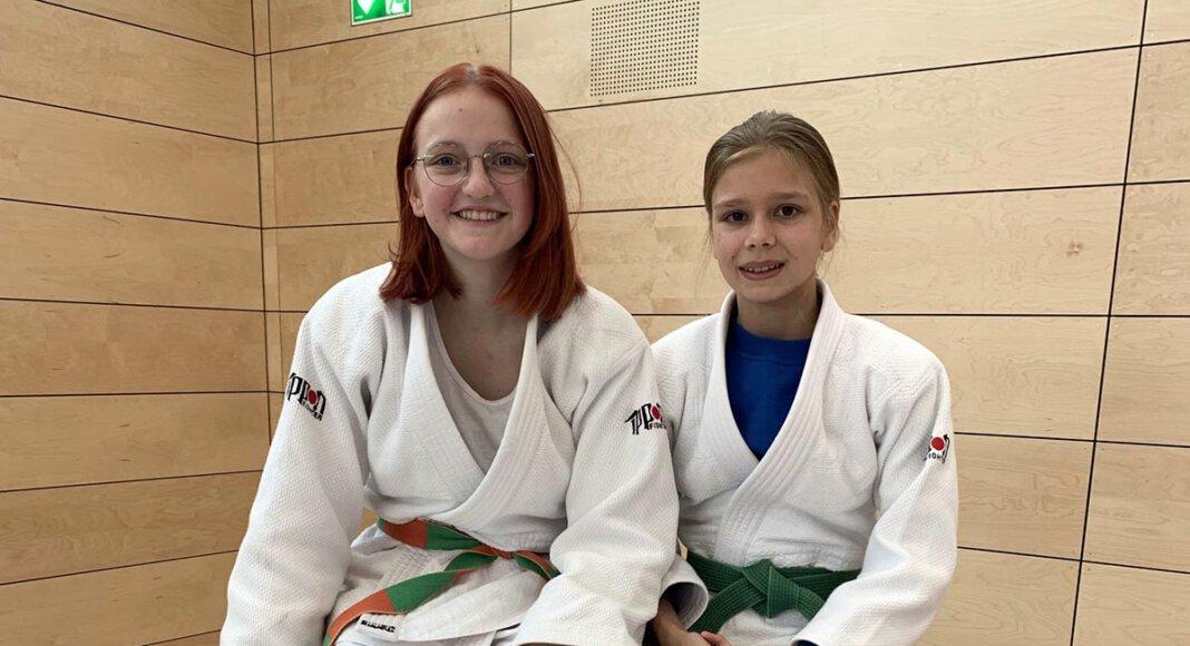 Lea Konert (links) und Jule Rüschenschmidt waren auch bei den Westdeutschen Meisterschaften im Judo erfolgreich. Foto: Privat