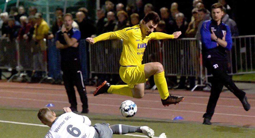 Eine gute Kulisse mit prickelnder Derbyatmosphäre und viele Zweikämpfe bot das Spiel Werner SC gegen den SV Herbern. Foto: MSW